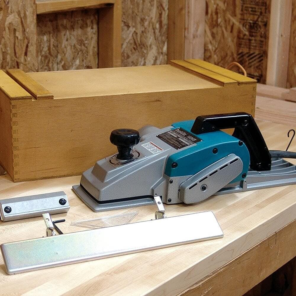 makita-1806b-planer-kit-items